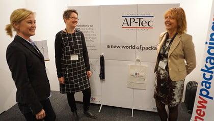 Lina Åkesson, Maria Cederhorn och Gabriella Larsson på Arctic pratade med besökarna på Empack om sitt nya förpackningsmaterial AP-Tec.