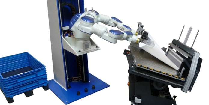 2_robot-putting-sheets-on-a-vibration-table-I