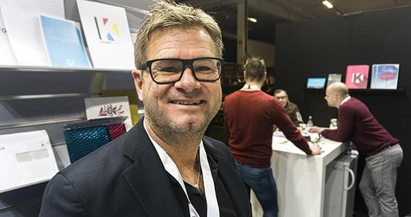 Patrik Sjölin, vd för Kuvertteamet, visade upp nya Printmarket på Promotionmässan.