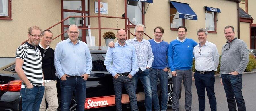 På bilden: Ken Berggren (Stema), Mats Ohlsson (Stema), Lennart Ståhl (Responstryck), Martin Dahlqwist (Responstryck), Stefan Johansson (Stema), Johnny Adam (Stema), Daniel Larsson (Responstryck), Ulf Book (Stema), Robert Högberg (Responstryck)