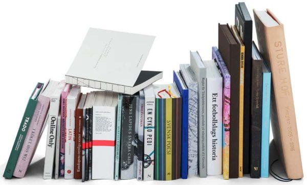 Här är årets 25 vackraste böcker utsedda av Svensk Bokkonst. (foto: Jens Östman, KB)