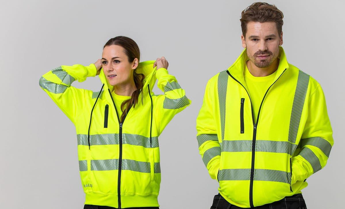 Två av produkterna från Team Workwears nya varselkollektion.